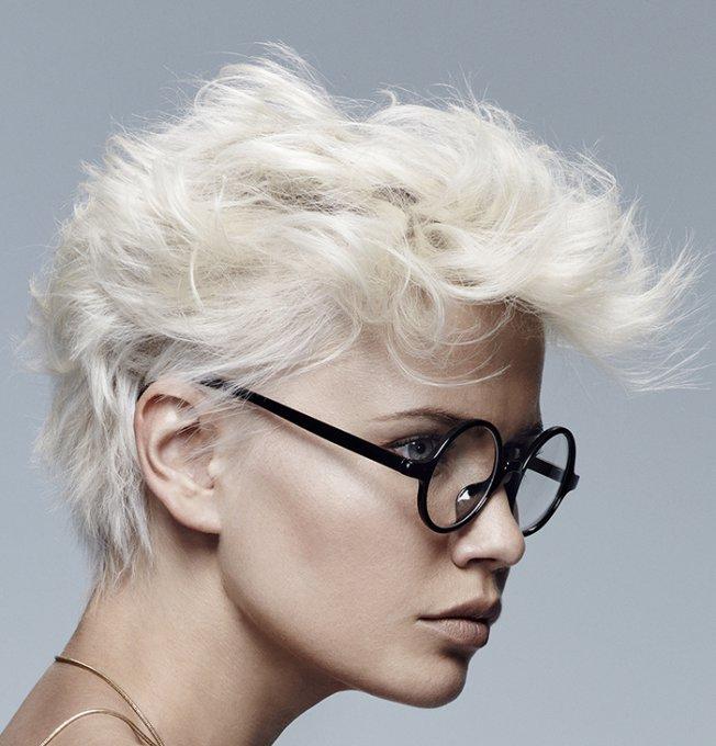 coupe de cheveux stylisée